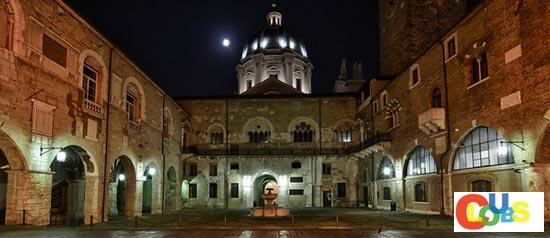 Cortile del Palazzo Broletto, Brescia