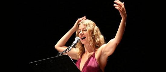 """Amanda Sandrelli """"Credoinunsolodio"""" al Teatro del Mare di Riccione"""