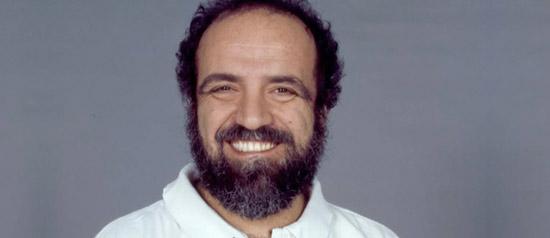 """Giobbe Covatta è """"Don Tonino Bello"""" al Teatro Mangiatordi di Altamura"""