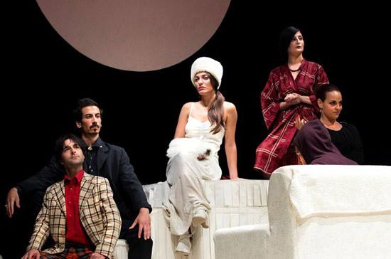 """""""Il matrimonio"""" al Teatro Modugno di Aradeo"""