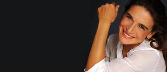 """Lina Sastri in """"LINAPOLINA, le stanze del cuore"""" al Teatro Orfeo di Taranto"""