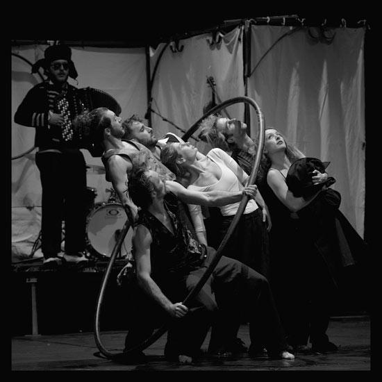 """Circo Zoé """"Naufragata"""" al Mirabilia Festival 2016"""