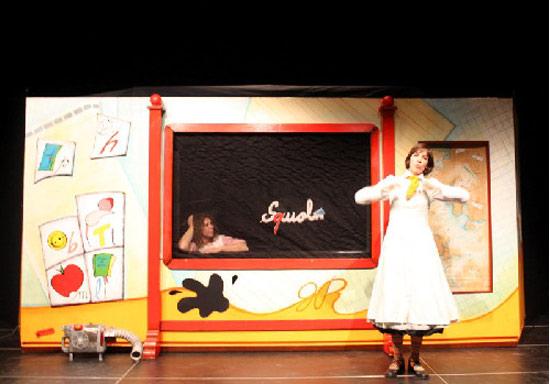 La lavagna fantastica al Teatro Modugno di Aradeo