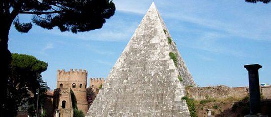 Cosa FAI stasera? Area archeologica e Piramide Cestia dal tramonto alla notte a Roma